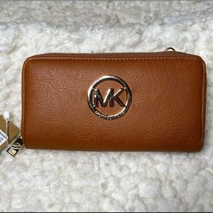 NWT Michael Kors Med Brown Wallet w compartments